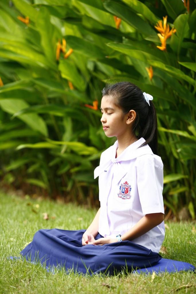 girl-meditation